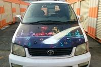 車のボンネットにスプレーアート制作動画アップの画像